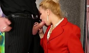 Kinky shrew urinating